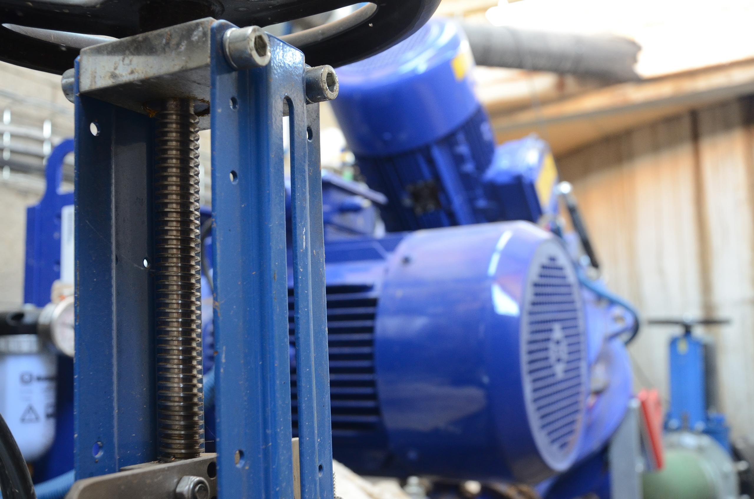 Image des moteurs, vis sans fin, agitateur dans une cuve de Méthanisation installée Valpronat